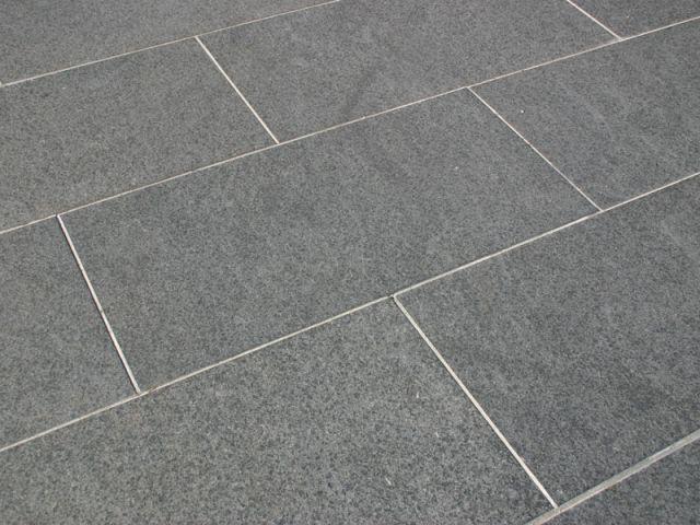 Tegel Met Facet : Betontegels en grindtegels betontegel stoeptegel rood