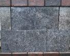 Antiek hardsteen tegel 30 x 30 x 5 cm.